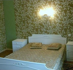 4-комнатная квартира посуточно или длительно в центре Киева. Бул.Леси Украинки,9. Хозяин.