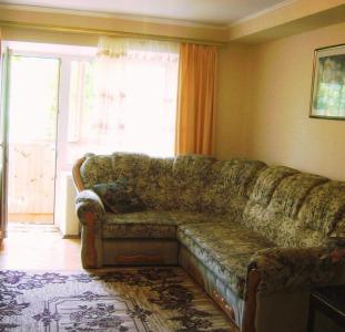 Посуточно Киев. Хорошая 4комнатная с 3-мя отдельными спальнями. Центр. Бул.Л.Украинки,  9. Своя.