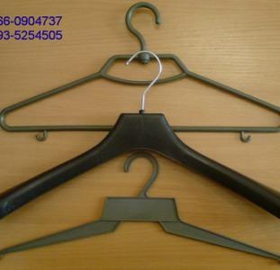 Плечики для одежды (тремпель), прозрачные пакеты для одежды.