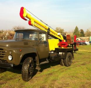 Ямобур БКМ-3,5 на базе ЗИЛ-130 дизель
