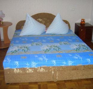 Бердянск  1- комн. квартира у Азовского моря посуточно