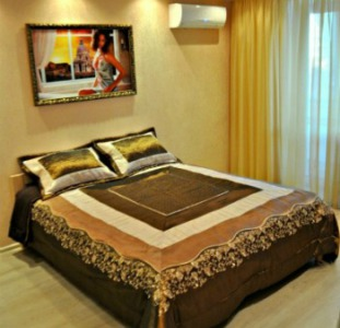Сдам посуточно просторную 2-х комнатную VIP - квартиру в центре Бердянска (Wi-Fi).