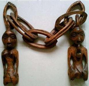 """Интерьерные африканские фигурки """"супруги связанные одной цепью""""."""