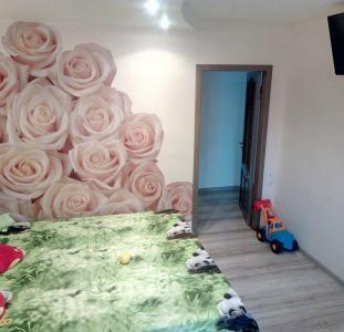 Квартира 5-комнатная в Бердянске у моря улучшенной планировки