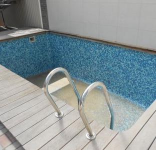 Бердянск посуточно номер люкс с бассейном и со своей кухней у моря