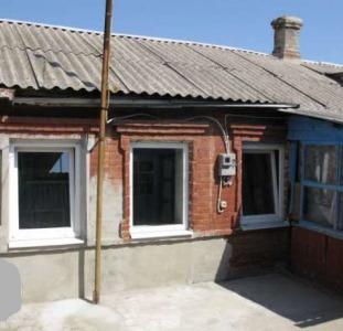 Продадим пол дома,свой двор в центре Бердянска