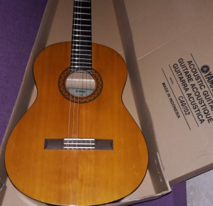 Продаю новую гитару Yamaha C-40