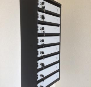 Металлический почтовый ящик на 8 отделений