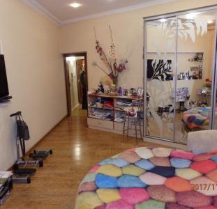 Продам эксклюзивную квартиру с террасой в Центре города. Необычная планировка!