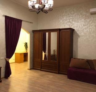 Продам  1-но комнатную квартиру в центре  по ул. Дерибасовская