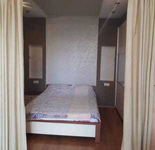 Продам 1 комн. квартиру с кухней гостиной + спальня на Черемушках, пер.Вишневского.