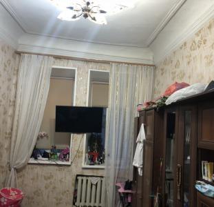 Продам 2-х комн.квартиру в историческом Центре на ул.Манежная. Квартира находится на 1 этаже 3-х эт.