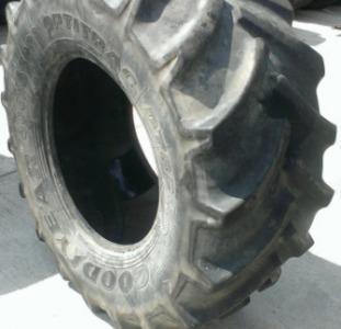 Шины б/у для трактора JOHN DEERE GoodYear 600/65R28