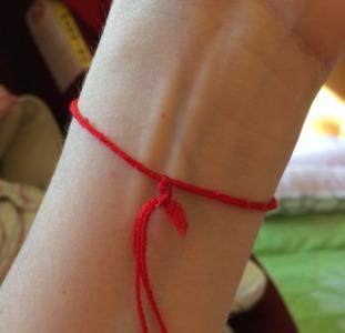 Красная нить на запястье. Красная нить из Израиля. Купить красную нить.
