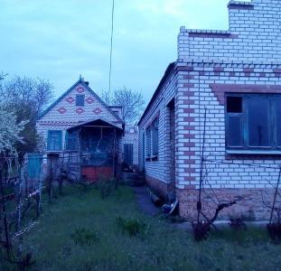 Два дома на одном участке.