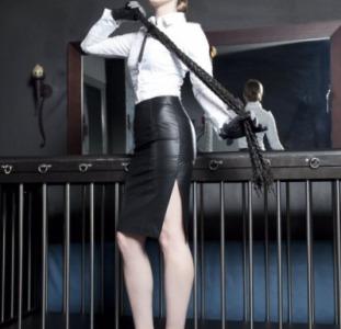 Властная Королева БДСМ приглашает нижнего на пикантные игры