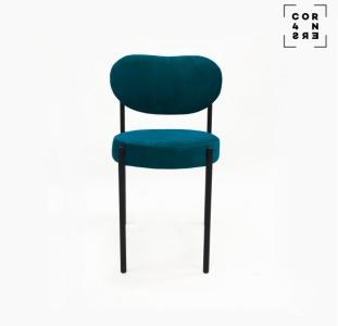 Мягкий стул на металлических ножках