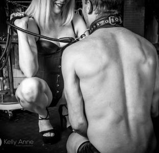 Жіноча домінація для рабів