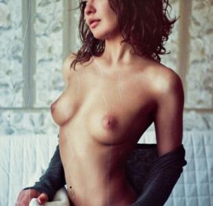 Пристрасна красуня доведе до оргазму