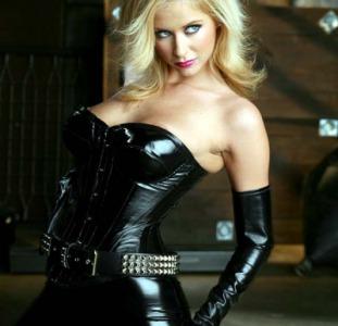 Госпожа заставит тебя стонать от боли и удовольствия.