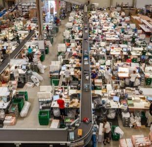 Рабочие на склад Reserved, Cropp (Польша)