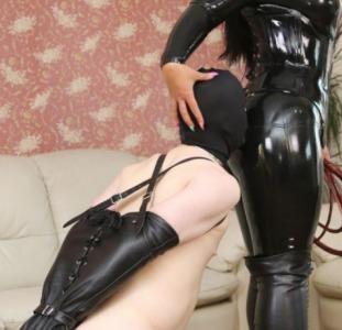Сексапильная Госпожа ждёт покорного раба