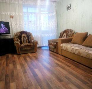 Двухкомнатная квартира с ремонтом, на Сосновом
