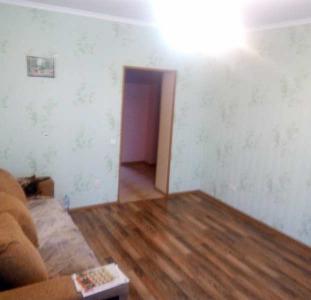 Двухкомнатная квартира с ремонтом на Сосновом, в Обухове