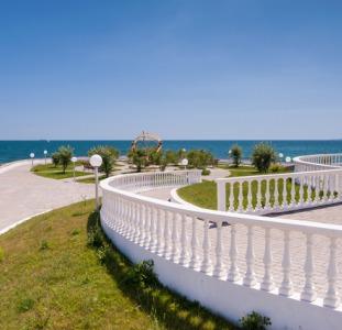 """Продам участок, с видом на море, в элитном коттеджном городке """"Сосновый берег"""""""