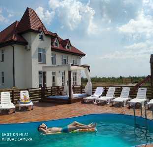 Пропозиція для відпустки на Закарпатті або зупинки перед мандрівкою до Європи Садиба Край Неба