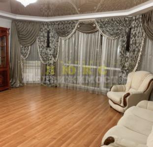 Продам двухкомнатную квартиру Старорезничная / Привоз