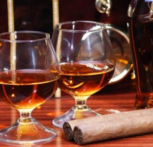 Напитки Молдавский коньяк, виски, водка, вина, ром, шампанское, чача