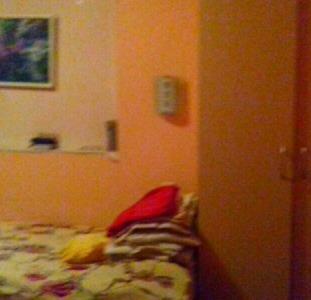 """Сдам комнату для  девушки. Братиславская 15, возле магазина """"Эпицентр"""".Ремонт, мебель.Бытовая техник"""