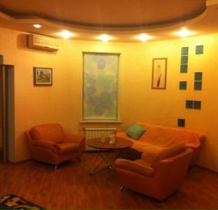 Аренда центр двухэтажной квартиры