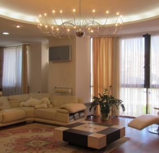 Продам 3к квартиру 168,7м клубный новострой О. Яроша + паркинг, панорамные окна, два с/у, мебель