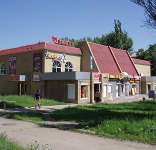 Здание торгового назначения,   площадь  1809.4 м2