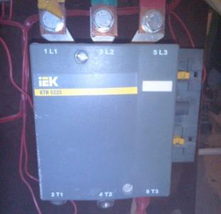 Автоматический выключатель IEK ВА88-35, 3Р, 250А, контактор КТИ 5225 (225 А), система АВР