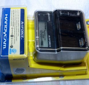 Зарядное Sony AC-VQH10