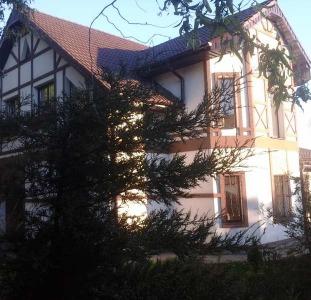 Продам шикарное домовладение в Люботине.