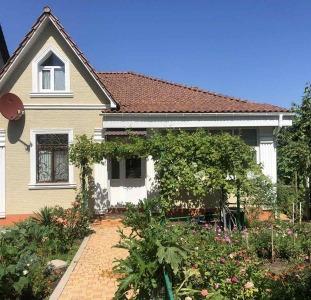 Продам дом в Одессе на участке 3,7 сотки, район Аркадия