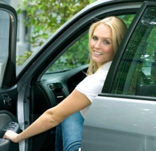 Автошкола для женщин Киев,  уроки вождения для женщин Киев,  вождение с инструктором для девушек Киев
