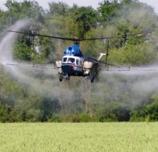 Агроуслуги вертолета - внекорневая подкормка пшеницы карбамидом