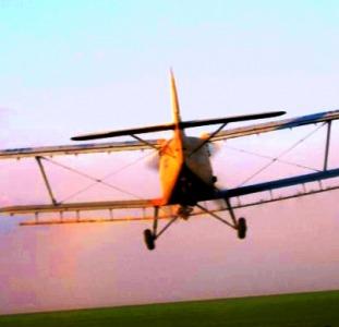 Авіаобприскування полів дельтапланом гвинтокрилом