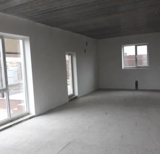 Гатное новый дом с гаражом