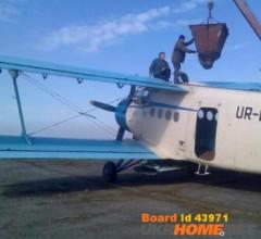 Внесение аммиачной селитры самолётами Ан-2 вертолетами Ми-2